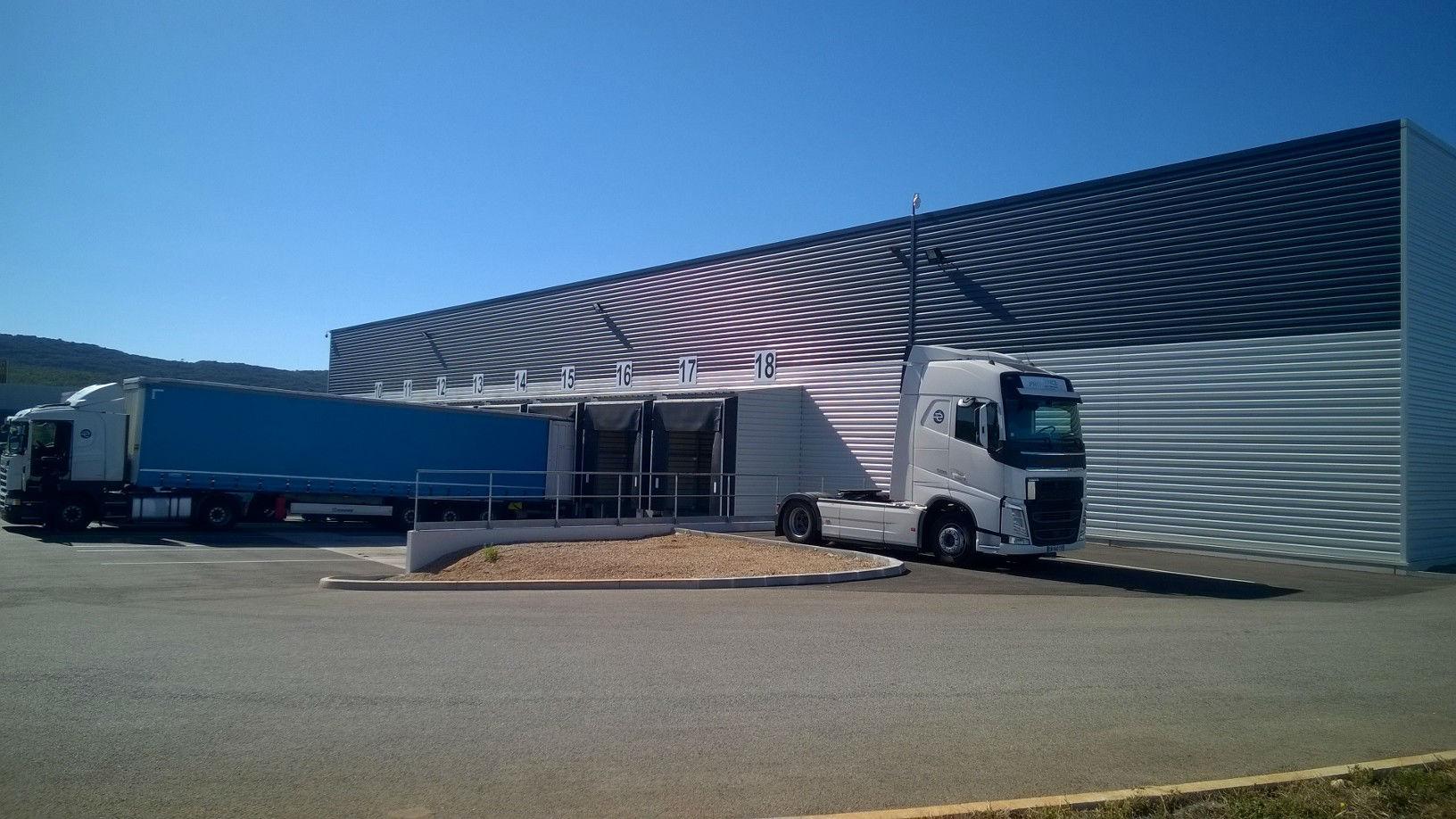 Plateforme cross dock extérieure Provence Distribution Logistique