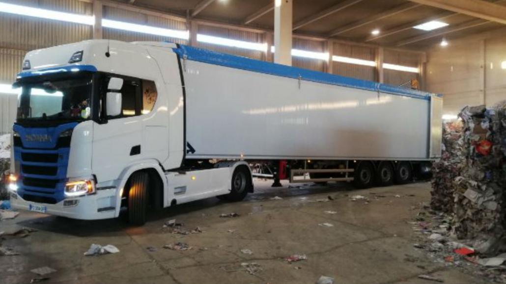 Provence Distribution Logistique livraison avec benne à fond mouvant